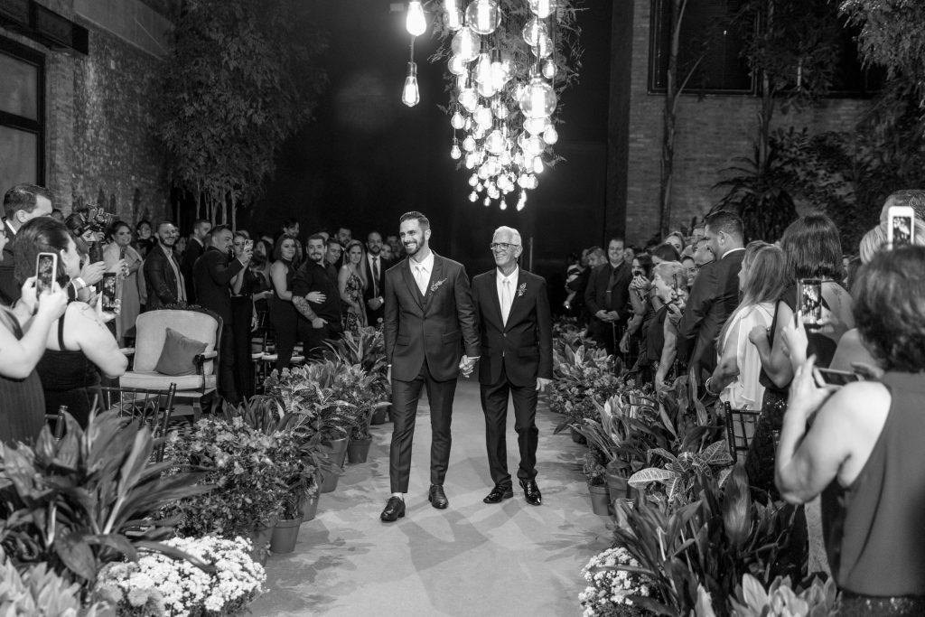 Uma entrada do noivo muito especial!